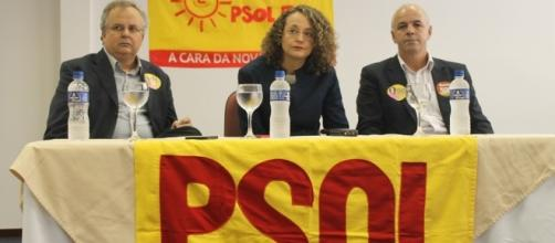 No centro, Luciana Genro, pré-candidata à prefeitura de Porto Alegre