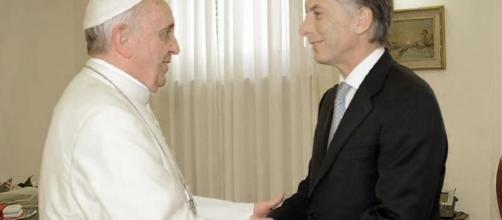 Recibimiento del Papa Francisco al Presidente argentino en el Vaticano.