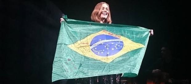 Adele pode passar pelo Brasil com sua nova turnê