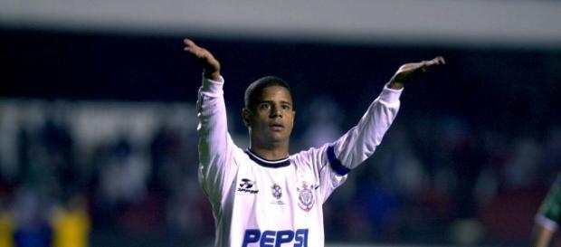 Marcelinho Carioca brilhou com seus incríveis gols de falta