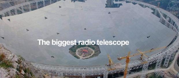 Montagem do radiotelescópio chinês.