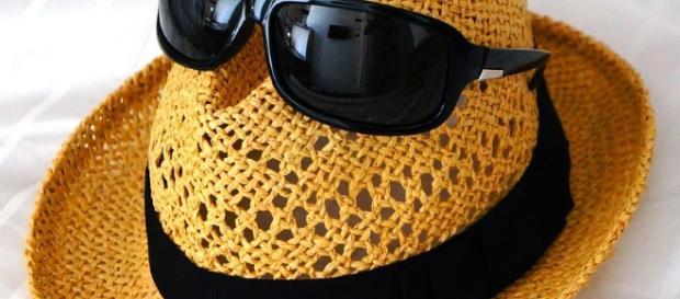 No olvides tus gafas de sol y tu sombrero.