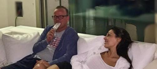 Gigi D'Alessio gusta in gelato con Anna Tatangelo