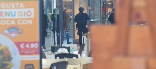 Bari, falso allarme bomba al centro commerciale Bariblu