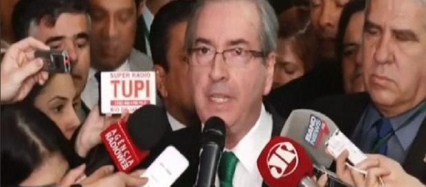 Eduardo Cunha chora e renuncia a mandato de presidente