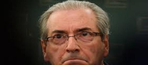 Eduardo Cunha leu sua carta de renúncia com os olhos cheios de lágrimas