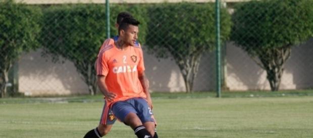 Rogério foi testado no time na parte mais centralizada
