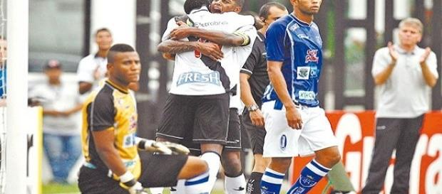 """Vasco 3x1 Quissamã, Carioca de 2013: um dos alvos da """"Game Over"""" (Foto: Alexandre Brum / Agência O Dia)"""
