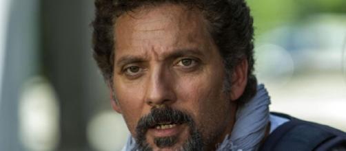 Beppe Fiorello protagonista di 'Chiedilo al mare'.
