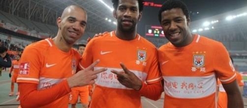 Corinthians sonda situação de Gil e Diego Tardelli na China