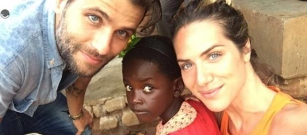 Casal adotou criança africana (Divulgação/Internet)
