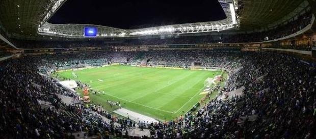 Líder do Brasileirão, o Palmeiras recebe o Santos, quarto colocado, em seu estádio.
