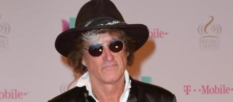 Joe Perry in hospital after falling during Coney Island concert ... - nydailynews.com