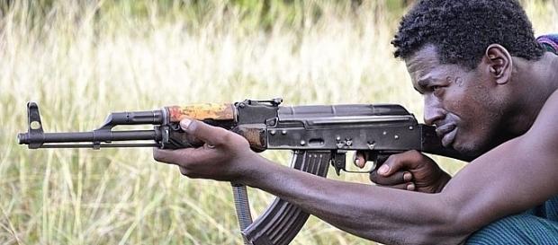 AK-47 Kalasznikow w Afryce - miliony tanich chińskich kopii (aut. Rod Waddington)