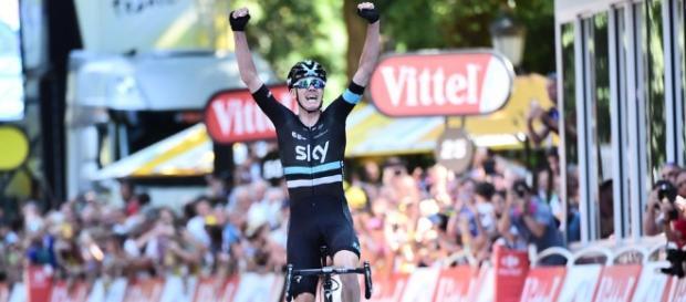 Chris Froome (Sky) atacó en la cima del último puerto de la 8ª etapa y cantó victoria, triunfo que lo coloca en el liderato de la general