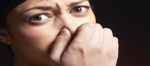 Formação de cáseos amigdalianos causam mau hálito