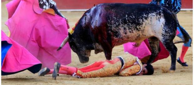 Victor Barrio atacado por um touro enfurecido