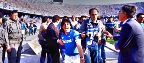 Diego Armando Maradona fa gli auguri al suo Napoli.