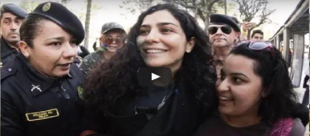 Letícia Sabatella é expulsa de manifestação
