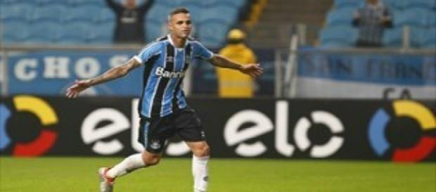Luan, atacante do Grêmio de Porto Alegre.