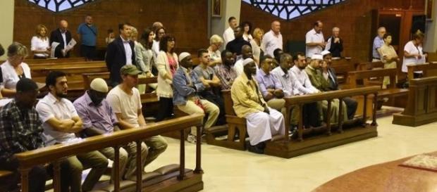 Musulmani e cristiani cattolici, insieme riuniti in preghiera