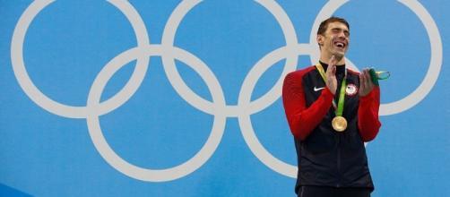 Michael Phelps en el podio de los 200 mariposa