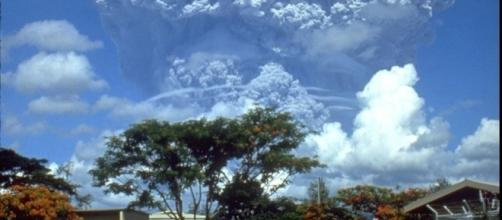The June 12, 1991 eruption column from Mount Pinatubo. USGS (Richard P. Hoblitt), Wikimedia Commons