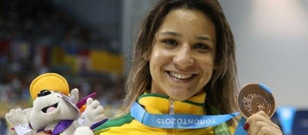Atacada por internautas, a nadadora afirmou que o Brasil é um país racista, machista e homofóbico.