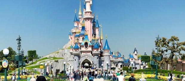 DisneyLand Paris, parque temático que hoy due desalojado por precaución