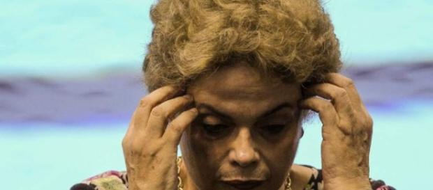 Presidente afastada, Dilma Rousseff, torna-se ré no processo de impeachment por cometimento de crime de responsabilidade