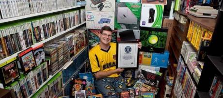 Logra el récord Guinness con más de 10 mil videojuegos | Excélsior - com.mx
