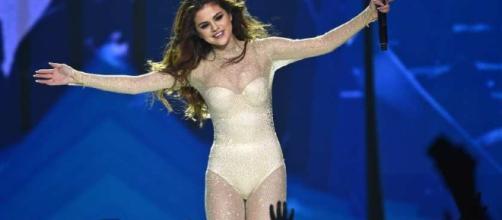 Selena Gomez durante una tappa del Revival Tour.
