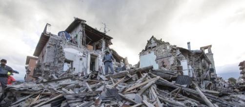Terremoto devasta il Centro Italia, almeno 159 morti. Centinaia ... - lastampa.it
