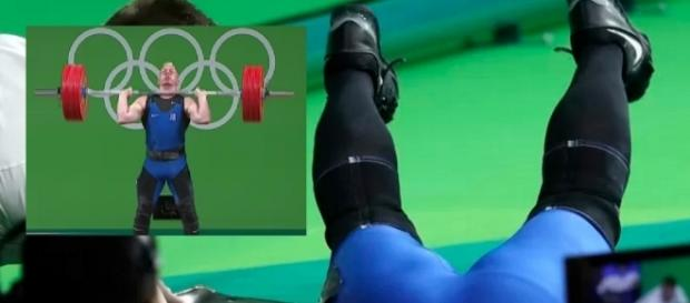 Atleta desmaia após levantar muito peso
