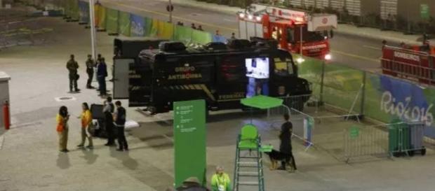 Explosão chama a atenção do público no parque olímpico