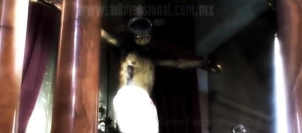 Segundo ufólogo, vídeo de estátua abrindo os olhos não passa de fraude (YouTube)