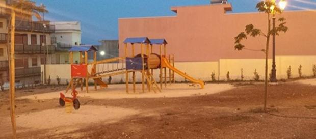 Un'immagine dell'area a giochi della villa comunale di Solarino