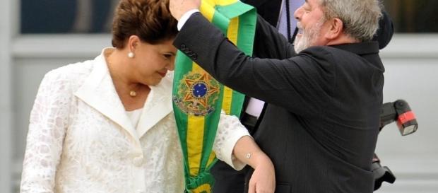 Dilma recebe faixa presidencial de Lula