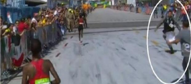 Manifestantes invadem maratona