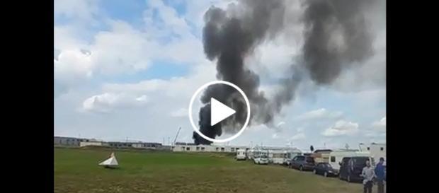 Świadkowie twierdzą, że w płomieniach stanęło ponad 20 kontenerów mieszkalnych.