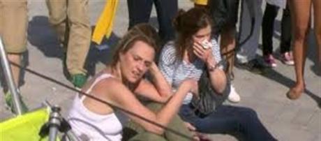 A câmera se desprendeu e acabou atingindo as duas mulheres