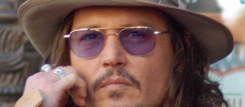 L'attore Johnny Deep si è amputato un dito.