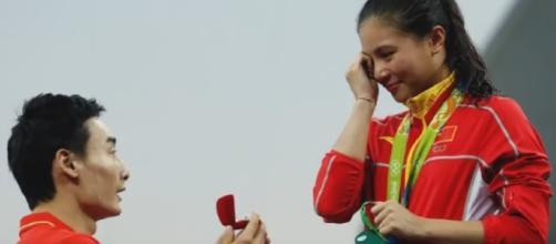 La tuffatrice cinese riceve proposta matrimonio in diretta