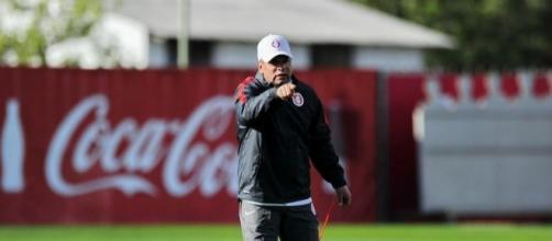 Celso Roth volta ao comando técnico do Inter