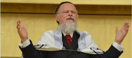 Fundador e líder da Universal é acusado de corrupção por ex-bispo