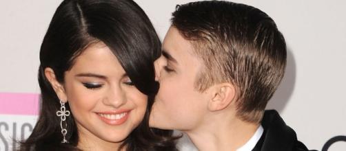Justin Bieber responde da mesma forma a Selena Gomez