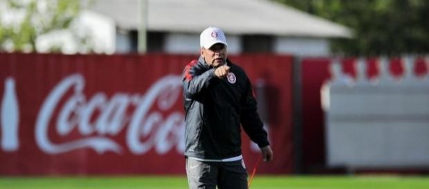 Celso Roth volta ao comando técnico do Inter