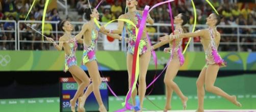 El equipo español en el ejercicios de cinco cintas