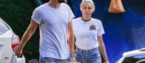 Miley Cyrus and Liam Hemsworth Having Lunch in Australia ... - popsugar.com