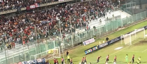 Taranto - Matera: le squadre fanno il loro ingresso in campo